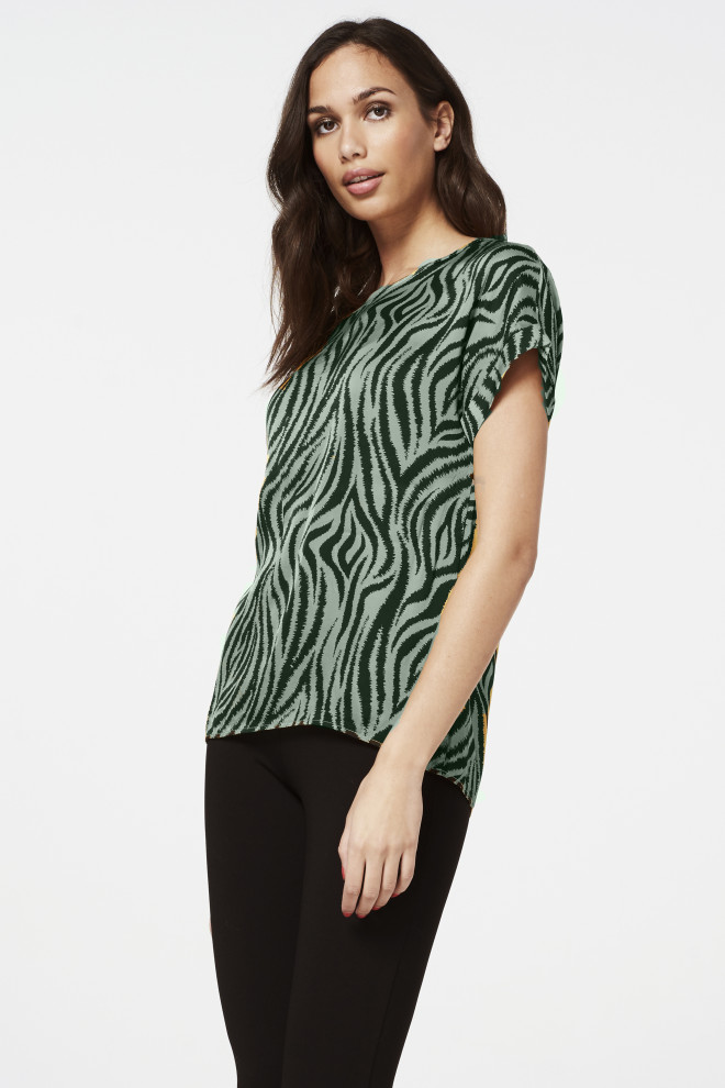 Merle animal top green